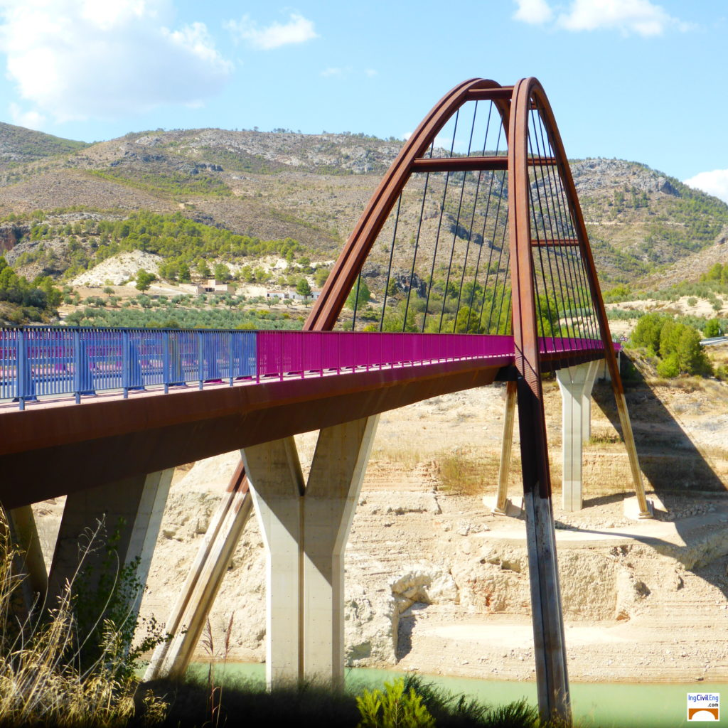 Puente de la Vicaría en el embalse de La Fuensata
