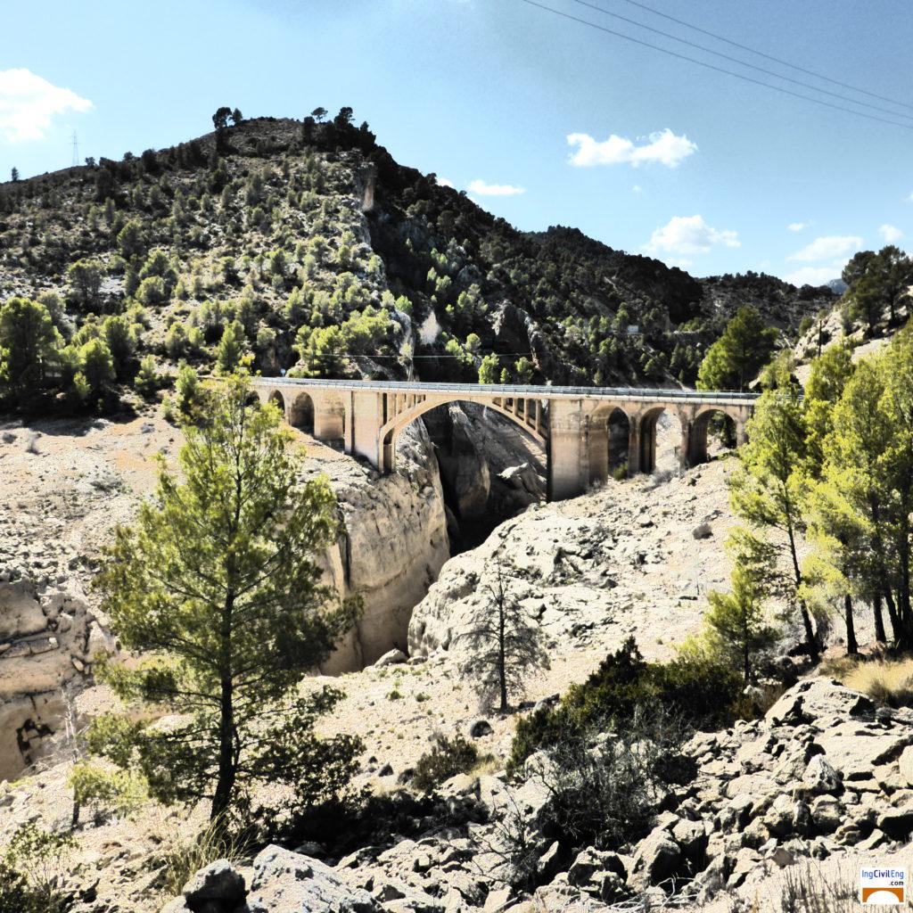 Puente de Palomares en el embalse de La Fuensanta